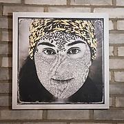 Die Collagen Guerrero = Krieger sind ein Statement  von Angela Giorgi und ihrem Mann Mauricio Bustamente gegen Rassimus. Zu der &quot;Internationalen Woche gegen Rassismus h&auml;ngen sie  in der KAIFU-LODGE aus.<br /> <br /> Die Illustratorin und der Fotograf stammen beide aus Argentinien und sind inzwischen mit ihren Kindern in der Hamburger Schanze verwurzelt.<br /> <br /> Mehr von ihren Arbeiten sind zu sehen unter: www.collagenarte.blogspot.de<br /> Ein Teil des Erl&ouml;ses spendet das Paar an Hinz &amp; Kunz.     KAIFU-Lodge. Bundesstra&szlig;e 107, 20144 Hamburg