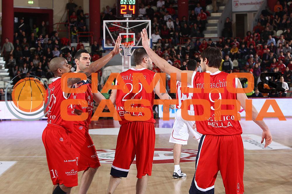 DESCRIZIONE : Teramo Lega A 2010-11 Banca Tercas Teramo Angelico Biella<br /> GIOCATORE : Riccardo Moraschini Edgar Sosa<br /> SQUADRA : Angelico Biella<br /> EVENTO : Campionato Lega A 2010-2011<br /> GARA : Banca Tercas Teramo Angelico Biella<br /> DATA : 30/01/2011<br /> CATEGORIA : esultanza<br /> SPORT : Pallacanestro<br /> AUTORE : Agenzia Ciamillo-Castoria/C.De Massis<br /> Galleria : Lega Basket A 2010-2011<br /> Fotonotizia : Teramo Lega A 2010-11 Banca Tercas Teramo Angelico Biella<br /> Predefinita :