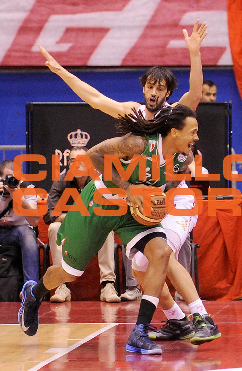 DESCRIZIONE : Milano Lega A 2012-13 Play Off Quarti di Finale Gara2 EA7 Olimpia Armani Milano Montepaschi Siena<br /> GIOCATORE : David Moss<br /> SQUADRA : Montepaschi Siena<br /> EVENTO : Campionato Lega A 2012-2013 Play Off Quarti di Finale Gara2<br /> GARA :  EA7 Olimpia Armani Milano Montepaschi Siena<br /> DATA : 12/05/2013<br /> CATEGORIA : Attacco Controcampo<br /> SPORT : Pallacanestro<br /> AUTORE : Agenzia Ciamillo-Castoria/A.Giberti<br /> Galleria : Lega Basket A 2012-2013<br /> Fotonotizia : Milano Lega A 2012-13 EA7 Olimpia Armani Milano Montepaschi Siena<br /> Predefinita :