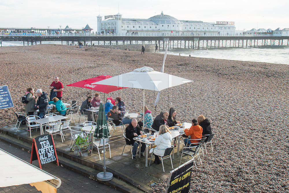 © Licensed to London News Pictures. 28/12/2015. Brighton, UK. People have lunch on Brighton beach as the weather turns increasingly warmer. Today December 28th 2015. Photo credit: Hugo Michiels/LNP