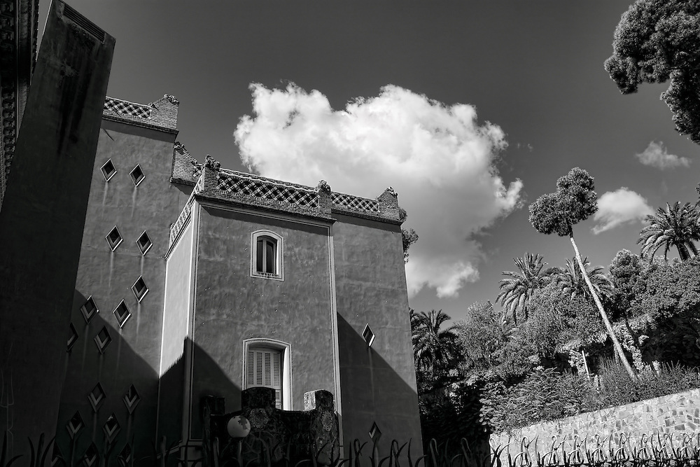 Black and white image of a mansion on the edge of Park Guell, Barcelona