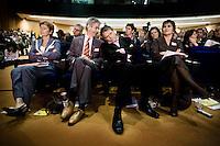 Nederland. Amsterdam, 6 oktober 2007.<br /> PvdA Congres in de RAI. Partijleider Wouter Bos in overleg met Ronald Plasterk. Verder op de eerste rij : Lilianne Ploumen en Guusje ter Horst.<br /> Foto Martijn Beekman <br /> NIET VOOR TROUW, AD, TELEGRAAF, NRC EN HET PAROOL
