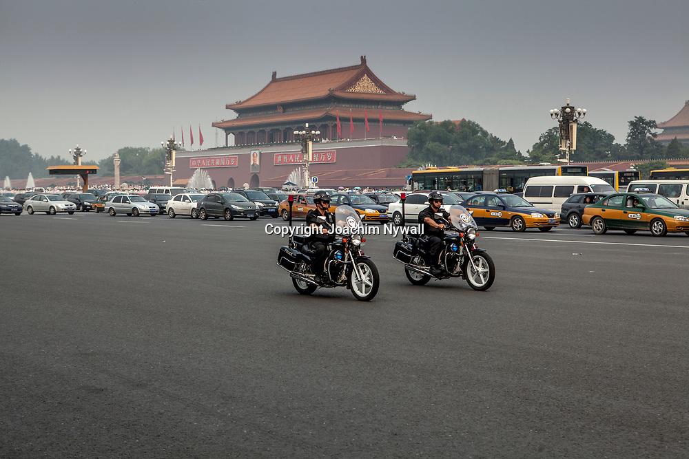 2011 08 Beijing Kina China<br /> tv&aring; polismotorcyklar utanf&ouml;r den f&ouml;rbjudna staden<br /> <br /> ----<br /> FOTO : JOACHIM NYWALL KOD 0708840825_1<br /> COPYRIGHT JOACHIM NYWALL<br /> <br /> ***BETALBILD***<br /> Redovisas till <br /> NYWALL MEDIA AB<br /> Strandgatan 30<br /> 461 31 Trollh&auml;ttan<br /> Prislista enl BLF , om inget annat avtalas.