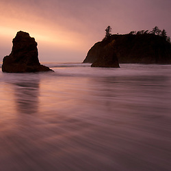Sea stacks and Abbey Island at Ruby Beach. Olympic National Park, WA.