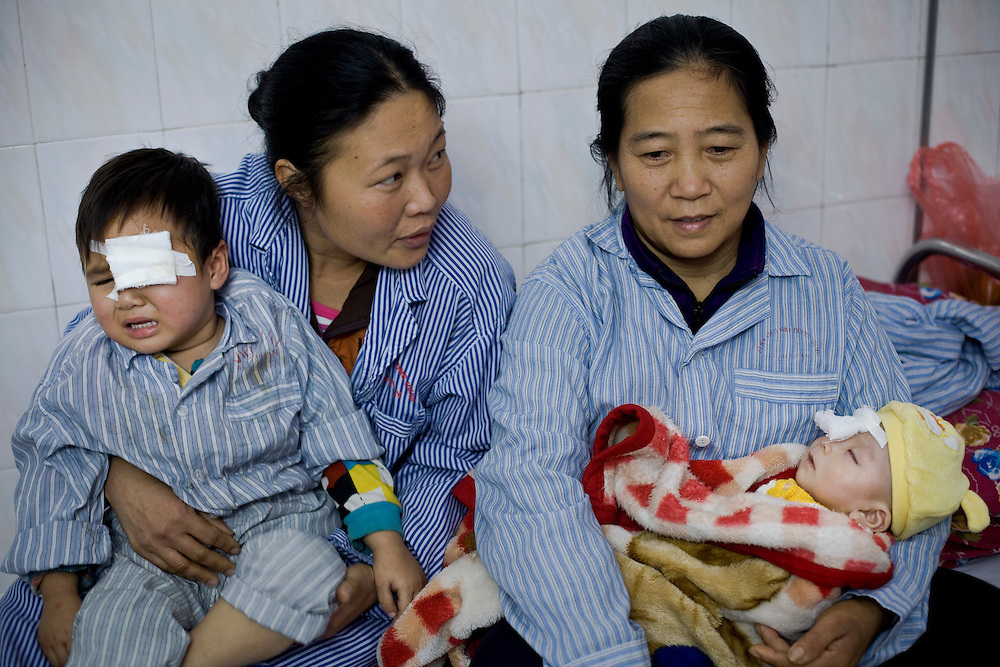 Patients in the childrens ward in Hanoi. Ha Nam left eye removed with mother Vulhinu 37.