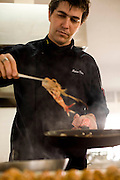 Belo Horizonte_MG, Brasil...Cozinheiro cozinhando para o festival de gastronomia Sabor e Saber...The cook man cooking for the gastronomy festival Sabor e Saber...FOTO: BRUNO MAGALHAES / NITRO