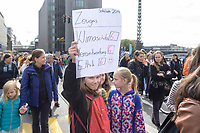 20 SEP 2019, BERLIN/GERMANY:<br /> Schuelerin mit Zeugnis, Fridays for Future Demonstration für Massnahmen zur  Begrenzung des Klimawandels, Weidendammer Bruecke<br /> IMAGE: 20190920-01-054<br /> KEYWORDS: Demo, Demonstrant, Protest, Protester, Demonstration, Klima, climate, change, Maedchen, Mädchen, Frauen, Schueler, Schuelerinnen, Schüler, Schülerinnen