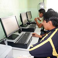 Toluca, Mex.-  Fundación Televisa y Volaris, donaron 10 computadoras de escritorio a el Sistema Estatal para el Desarrollo  Integral de la Familia (DIF), para el equipamiento del Aula de Medios del Albergue Villa Juvenil, con el cual se verán beneficiados más de 50 jóvenes de dicho albergue. Agencia MVT / José Hernández. (DIGITAL)<br /> <br /> NO ARCHIVAR - NO ARCHIVE
