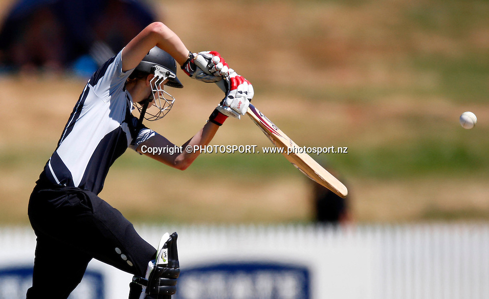 NZ's Amy Satterthwaite bats during the 4th ODI Rose Bowl Series cricket match between New Zealand White Ferns and Australia at Seddon Park, Hamilton, New Zealand, Sunday 08 February 2009. Photo: Simon Watts/PHOTOSPORT
