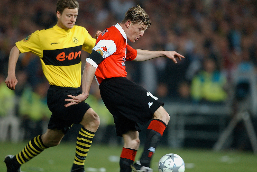Photo: Gerrit de Heus. Rotterdam. UEFA Cup Final. Feyenoord-Borussia Dortmund. Jon Dahl Tomasson scores the third goal, Christian Worns(L).