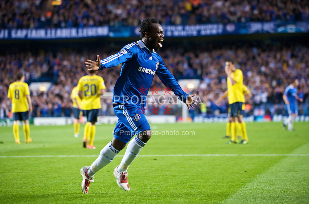 LONDON, ENGLAND - Wednesday, May 6, 2009: Chelsea's Michael Essien celebrates scoring the opening goal against Barcelona during the UEFA Champions League Semi-Final 2nd Leg match at Stamford Bridge. (Photo by David Rawcliffe/Propaganda)