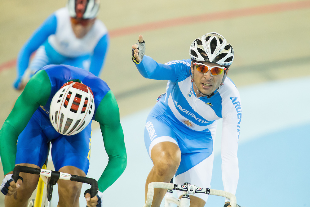 Mauro Richeze (R) of Argentina  protests as he is passed by Rodrigues Monteiro G.  of Brazil in the final few metres of the men's cycling omnium points race at the 2015 Pan American Games in Toronto, Canada, July 17,  2015.  AFP PHOTO/GEOFF ROBINS