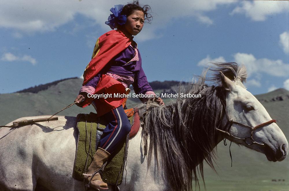 Mongolia. Youg boy riding horse outside OulanBator   /  Cavaliers de la steppe à la sortie de Oulan bator  /    /  124