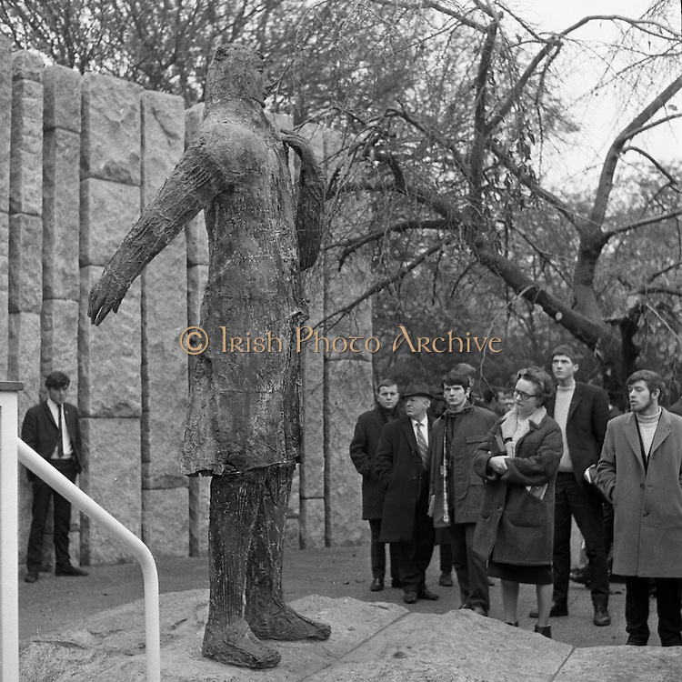 A Memorial to Wolfe Tone was unveiled at Stephen's Green, Dublin, by President Eamon de Valera.<br /> The bronze statue of Wolfe Tone was sculpted by Edward Delaney.<br /> 18.11.1967