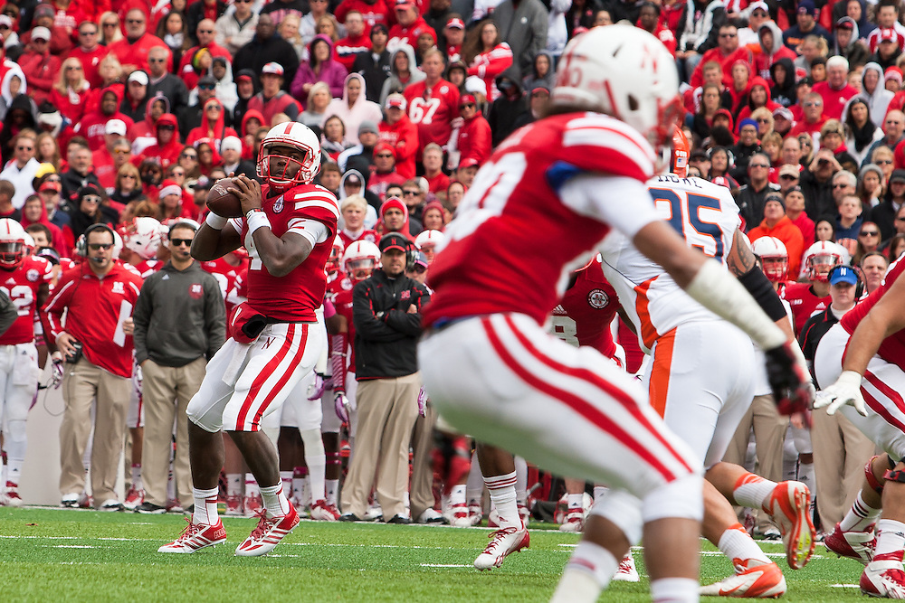 October 5, 2013: quarterback Tommy Armstrong Jr. (4) of the Nebraska Cornhuskers looking at wide receiver Kenny Bell (80) of the Nebraska Cornhuskers to pass against Illinois Fighting Illini at Memorial Stadium in Lincoln, Nebraska. Nebraska defeated Illinois 39 to 19.