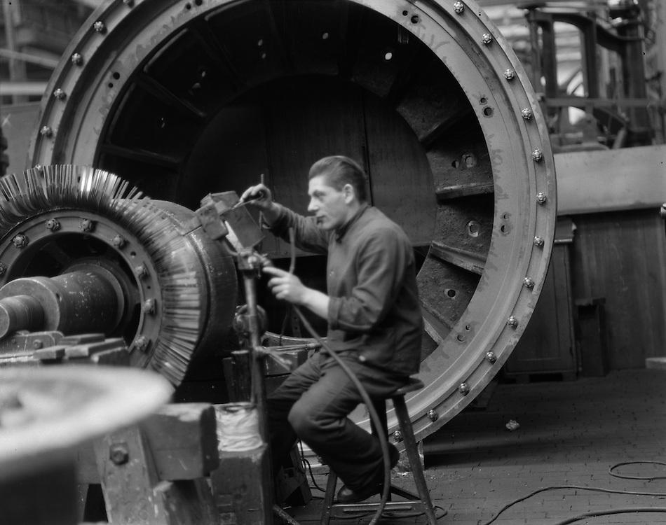 Worker Assembling a Generator, Siemens-Schuckertwerk, Gartenfeld, 1928