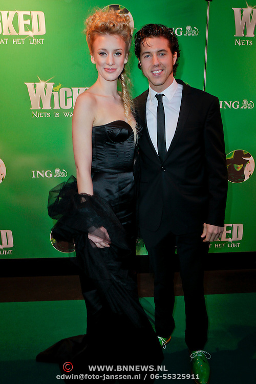 NLD/Scheveningen/20111106 - Premiere musical Wicked, Noortje Herlaar en partner William Spaaij