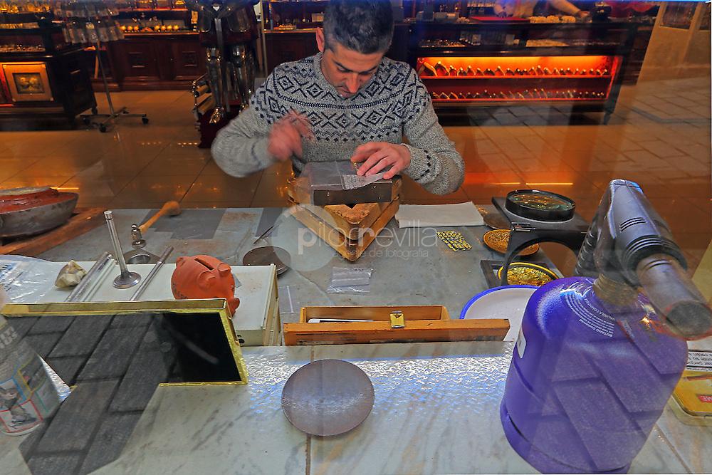 Artesano repostero trabajando. Toledo. España ©Country Sessions / PILAR REVILLA
