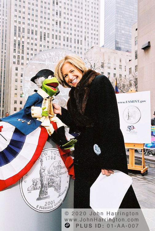 Katie Couric of NBC poses with Kermit the Frog during a ceremony that unveiled the New York state quarter on Wednesday January 17, 2001.  The quarter was the 11th edition to be released in the series and was the first of 2001.