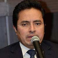 Toluca, México.- Erasto Martínez Rojas, secretario de Finanzas entregó  entregó el Proyecto de Presupuesto de Egresos del Ejercicio Fiscal 2015 ante la Coordinación política de la LVIII legislatura local.  Agencia MVT / José Hernández