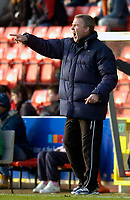 Photo: Alan Crowhurst.<br />Swindon Town v Swansea City. Coca Cola League 1.<br />31/12/2005. <br />Swansea manager Kenny Jacket shouts the orders.