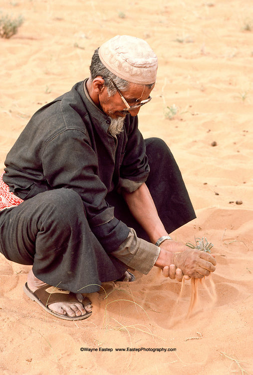 When water is not readily available, Hamad bin Jaber Al Amrah washes his hands with sand. Dahana Sands, Saudi Arabia