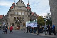 Berlin, Germany - 20.10.2016        <br /> <br /> Small rally in front of the district court Berlin-Neukoell for the survive of the eviction threat left house project Friedel54. <br />  <br /> Kleine Kundgebung vor dem Amtsgericht Berlin-Neukoelln fuer das Fortbestehen des raeumungsbedrohten linken Hausprojektes Friedel54.<br /> Photo: Bjoern Kietzmann