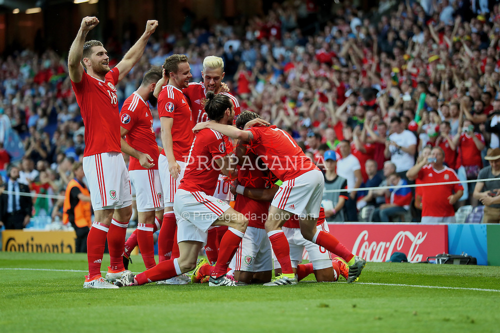 TOULOUSE, FRANCE - Monday, June 20, 2016: Wales' Neil Taylor celebrates scoring the second goal against Russia with team-mates Sam Vokes, Chris Gunter, Aaron Ramsey, Gareth Bale, Wales and Joe Allen during the final Group B UEFA Euro 2016 Championship match at Stadium de Toulouse. (Pic by David Rawcliffe/Propaganda)