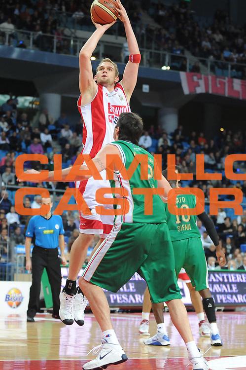 DESCRIZIONE : Pesaro Lega A 2009-10 Basket Scavolini Spar Pesaro Montepaschi Siena<br /> GIOCATORE : lance Allred<br /> SQUADRA : Scavolini Spar Pesaro<br /> EVENTO : Campionato Lega A 2009-2010 <br /> GARA : Scavolini Spar Pesaro Montepaschi Siena<br /> DATA : 18/10/2009<br /> CATEGORIA : tiro<br /> SPORT : Pallacanestro <br /> AUTORE : Agenzia Ciamillo-Castoria/M.Marchi