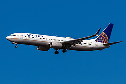 Boeing 737-924ER (N67846) operated by United Airlines on approach to San Francisco International Airport (KSFO), San Francisco, California, United States of America