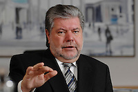 08 JAN 2007, BERLIN/GERMANY:<br /> Kurt Beck, SPD Parteivorsitzender und Ministerpraesident Rheinland-Pfalz, waehrend einem Interview, in seinem Buero, Willy-Brandt-Haus<br /> Kurt Beck, Party Leader of the Social Democratic Party, during an interview, in his office, Willy-Brandt-Haus<br /> IMAGE: 20070108-01-009<br /> KEYWORDS: Ministerpr&auml;sident
