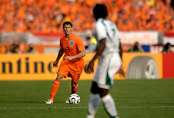 16-06-2006 VOETBAL: FIFA WORLD CUP: NEDERLAND - IVOORKUST: STUTTGART <br /> Oranje won in Stuttgart ook de tweede groepswedstrijd. Nederland versloeg Ivoorkust met 2-1 / Khalid Boulahrouz<br /> ©2006-WWW.FOTOHOOGENDOORN.NL