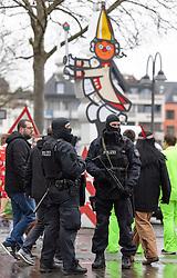 23.02.2017, Koeln, GER, Karneval, Weiberfastnacht, im Bild Polizisten mit Maschinengewehr am Heumarkt // during Women's Night of Cologne Carnival 2017. Koeln, Germany on 2017/02/23. EXPA Pictures © 2017, PhotoCredit: EXPA/ Eibner-Pressefoto/ Schueler<br /> <br /> *****ATTENTION - OUT of GER*****