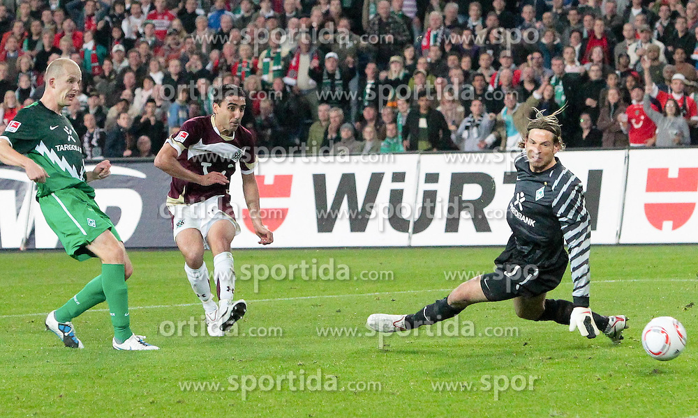 21.09.2010, AWD Arena, Hannover, GER,  1.FBL, Hannover 96 vs Werder Bremen  im Bild  4:1 durch Mohammed Abdellaoue Super Pass von Pinto, Mohammed Abdellaoue behält die Nerven und tunnelt Wiese. li Petri Pasanen ( Werder #03 ) EXPA Pictures © 2010, PhotoCredit: EXPA/ nph/  Rust+++++ ATTENTION - OUT OF GER +++++ / SPORTIDA PHOTO AGENCY