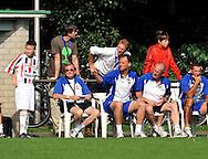 30-08-2008 VOETBAL:AUDAX JEUGDTOERNOOI 2008:TILBURG<br /> Peter van Elsacker kijkt over de schouder mee van trainer Ivo van Moergestel<br /> Foto: Geert van Erven
