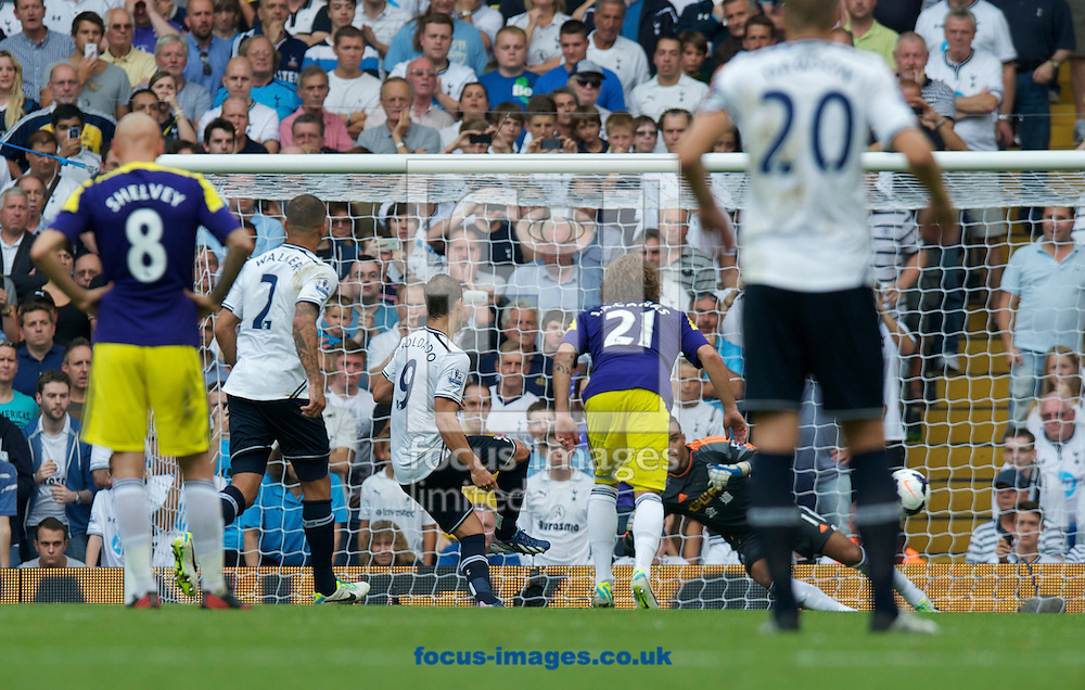 Picture by Alan Stanford/Focus Images Ltd +44 7915 056117<br />25/08/2013<br />Roberto Soldado of Tottenham Hotspur scores from the penalty spot during the Barclays Premier League match at White Hart Lane, London.