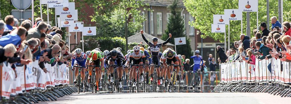 RIJSSEN (NED) wielrennen<br /> Met 64 edities is de ronde van Overijssel een van de oudste wielerkoersen in Nederland. Voor het eerst in haar historie heeft de Ronde van Overijssel een volledig buitenlands podium gekregen. De Litouwer Aidis Kruopis van het Belgische Verandas Willems Cycling Team was de snelste in de massasprint. Die werd gereden met een klein peloton, nadat onderweg diverse renners af moesten haken door het hoge tempo en de lastige weersomstandigheden. De Belgen Joeri Stallaert (Cibel-Cebon) en Timothy Stevens (Crelan-Vastgoedservice) werden tweede en derde.