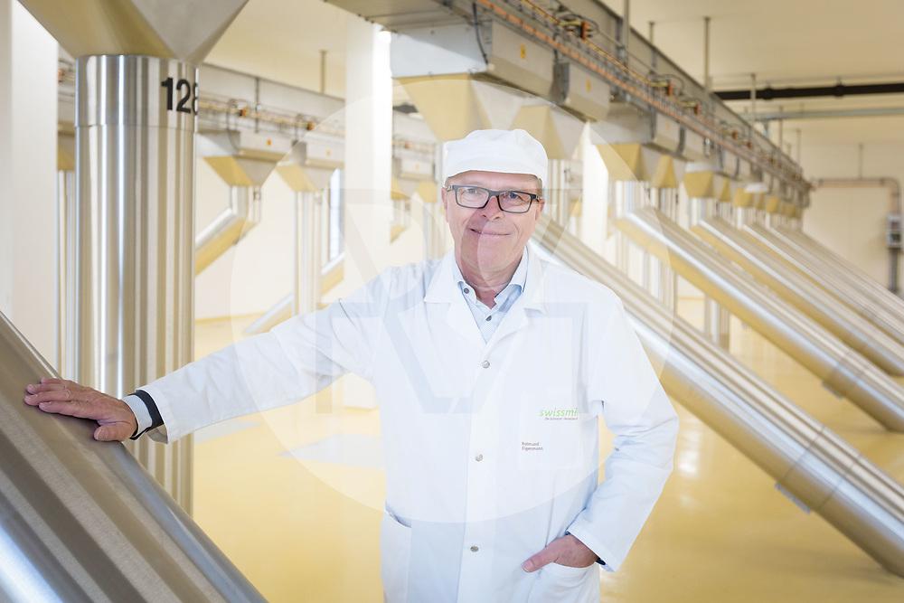 SCHWEIZ - ZÜRICH -  Raimund Eigenmann, Leiter Produktion und Technik von Swissmill, auf dem obersten Rohrboden im Kornhaus - 26. Januar 2018 © Raphael Hünerfauth - http://huenerfauth.ch