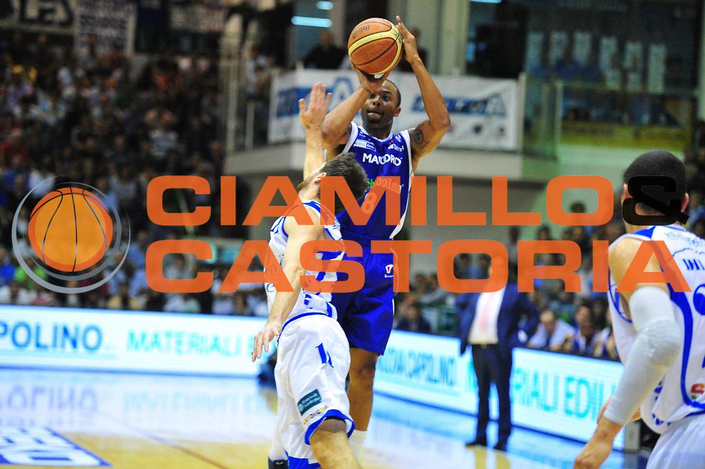 DESCRIZIONE : Sassari Lega A 2012-13 Dinamo Sassari chebolletta Cant&ugrave;<br /> GIOCATORE : Alex Tyus<br /> CATEGORIA : Tiro<br /> SQUADRA : chebolletta Cant&ugrave;<br /> EVENTO : Campionato Lega A 2012-2013 <br /> GARA : Dinamo Sassari chebolletta Cant&ugrave;<br /> DATA : 14/10/2012<br /> SPORT : Pallacanestro <br /> AUTORE : Agenzia Ciamillo-Castoria/M.Turrini<br /> Galleria : Lega Basket A 2012-2013  <br /> Fotonotizia : Sassari Lega A 2012-13 Dinamo Sassari chebolletta Cant&ugrave;<br /> Predefinita :