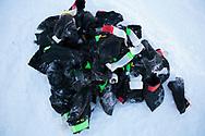 Under Iditarod gjorde Mats Pettersons hundar av med 1300 hundsockar.