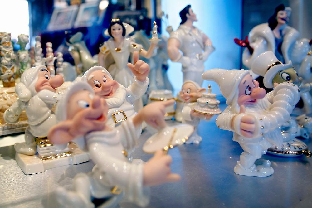Orlando, Florida, USA, 20090325:   The Disney's Holly wood Studios in Orlando. Souvernirs - Snow White and the dwarfs in china.<br /> Photo: Orjan F. Ellingvag/ Dagbladet/ Corbis
