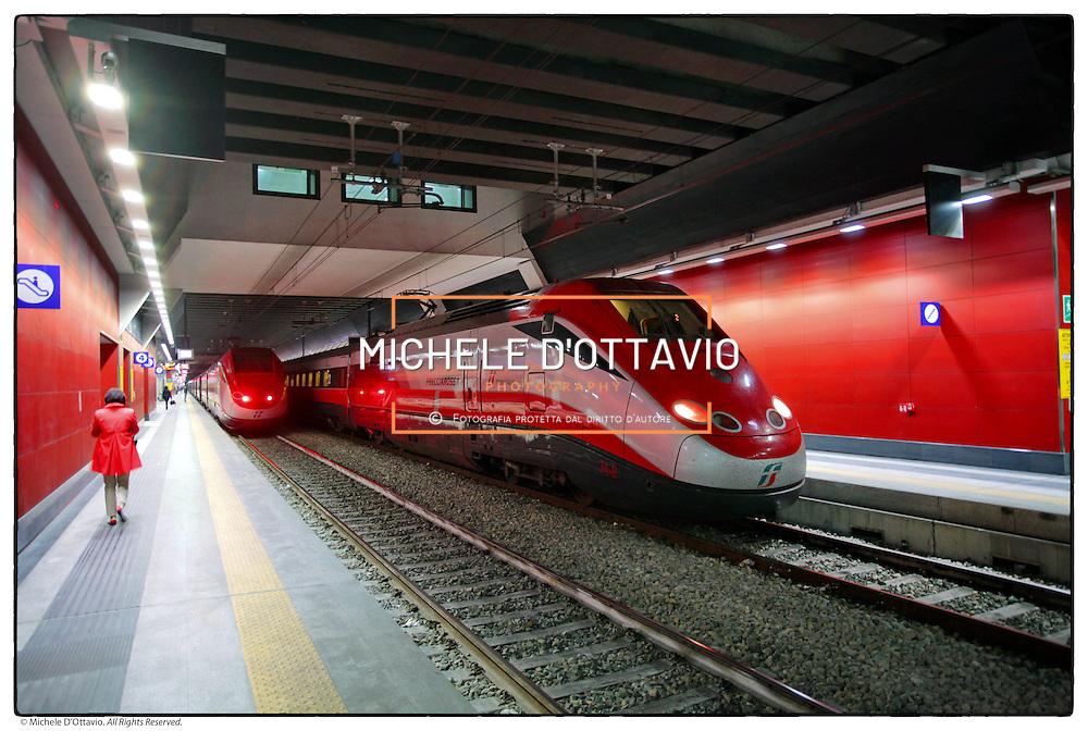 Stazione di Porta Susa, Torino .treni Freccia Rossa