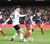 Valencia's Andre Gomes and Atletico de Madrid´s Koke during 2015/16 La Liga match between Valencia and Atletico de Madrid at Mestalla stadium in Madrid, Spain. March 6, 2016. (ALTERPHOTOS/Javier Comos)