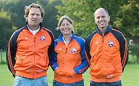 BLOEMENDAAL - Dames I , seizoen 2015-2016. Begeleidingsteam  coaches Jorge Nolte  (l), Teun de Nooijer (r)  , Wietske de Ruiter. COPYRIGHT KOEN SUYK.