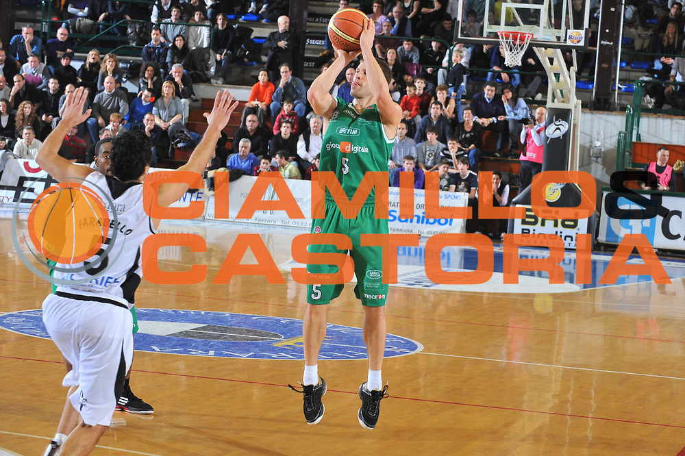 DESCRIZIONE : Ferrara Lega A 2009-10 Basket Carife Ferrara Benetton Treviso<br /> GIOCATORE : Davor Kus <br /> SQUADRA : Benetton Treviso<br /> EVENTO : Campionato Lega A 2009-2010<br /> GARA : Carife Ferrara Benetton Treviso<br /> DATA : 09/01/2010<br /> CATEGORIA : Tiro Three Points<br /> SPORT : Pallacanestro<br /> AUTORE : Agenzia Ciamillo-Castoria/M.Gregolin<br /> Galleria : Lega Basket A 2009-2010 <br /> Fotonotizia : Treviso Campionato Italiano Lega A 2009-2010 Carife Ferrara Benetton Treviso<br /> Predefinita :
