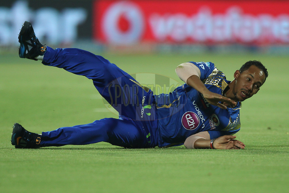Lendl Simmons of the Mumbai Indians in action during match 21 of the Pepsi IPL 2015 (Indian Premier League) between The Delhi Daredevils and The Mumbai Indians held at the Ferozeshah Kotla stadium in Delhi, India on the 23rd April 2015.<br /> <br /> Photo by:  Deepak Malik / SPORTZPICS / IPL