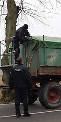 08.11.2010, Castortransport 2010, Dannenberg, GER, Jeder Treckertransport wird auf Ladung und Behinderungen untersucht von der Polizei, EXPA Pictures © 2010, PhotoCredit: EXPA/ nph/  Kohring+++++ ATTENTION - OUT OF GER +++++