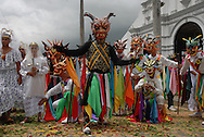 El Gran Diablo y sus demonios frente a la iglesia.Celebración de la fiesta religiosa católica del Corpus Christi, en la ciudad de La Villa provincia de Los Santos, República de Panamá..Esta tradición que se celebra anualmente mantiene un relación directa entre la iglesia y la tradición folclorica como las danzas y costumbres. .Foto: Ramon Lepage / Istmophoto.