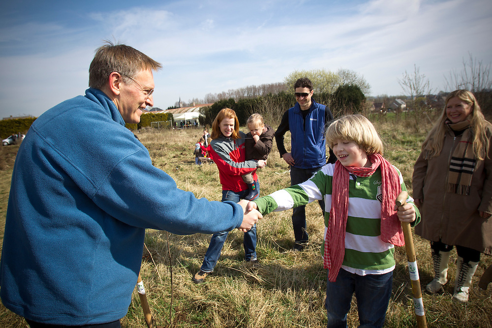 EU Commissioner for Environment Janez Potocnik shows the two boys, Nathan and Felix from The International Montessori School, how to plant a tree. They participated in a tree planting event near the flemish town Gooik 20 km outside Brussels. The aim is to plant serveral thousand trees this Sunday. The event is organized by sunbeams.eu on Sunday 20 March 2011. Photo: Erik Luntang / INSPIRIT Photo
