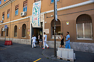 Roma, 19/07/2016: Pazienti rientrano nel reparto degenza del dipartimento di Neuropsichiatria infantile in via dei Sabelli - Early Psychosis ward of Child Neuro Psychiatry.<br /> &copy; Andrea Sabbadini